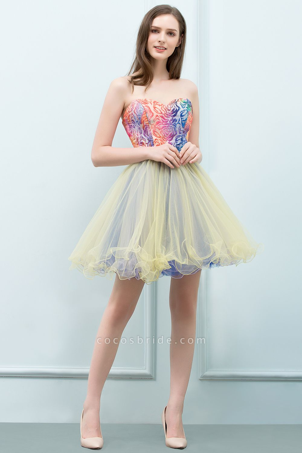 Elegant Strapless Tulle A-line Homecoming Dress