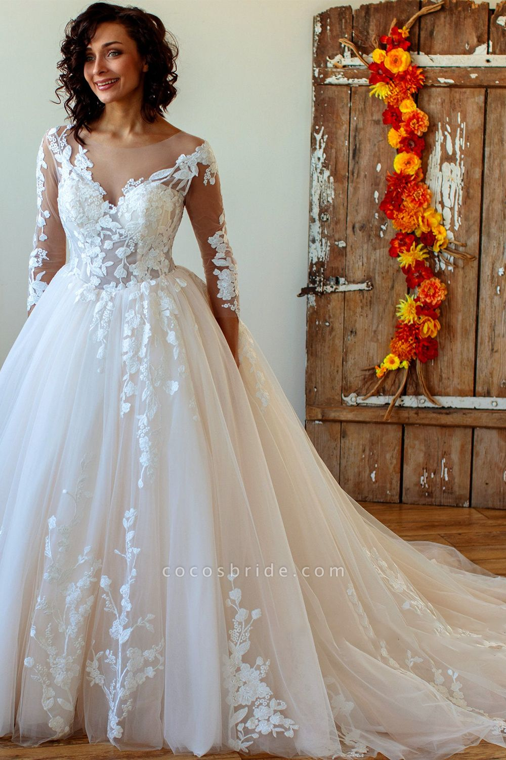 Lace-up Appliques Tulle Ball Gown Wedding Dress