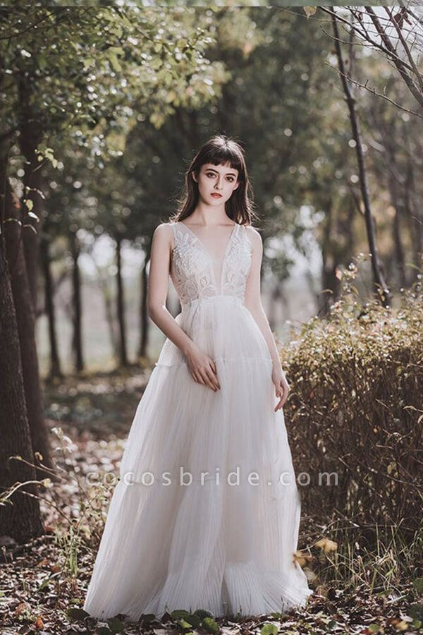 Awesome V-neck Appliques Tulle Wedding Dress