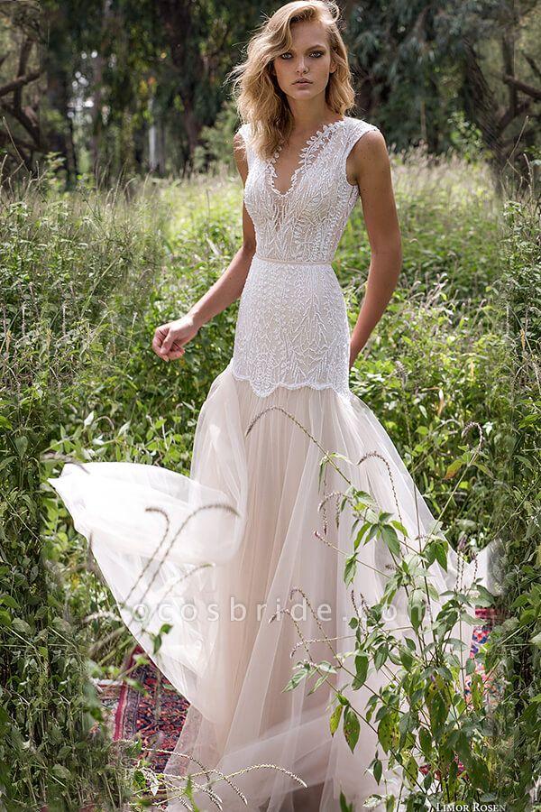 Amazing V-neck Lace Tulle Sheath Wedding Dress