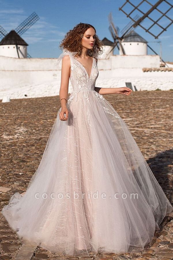 Chic Appliques V-neck Tulle A-line Wedding Dress