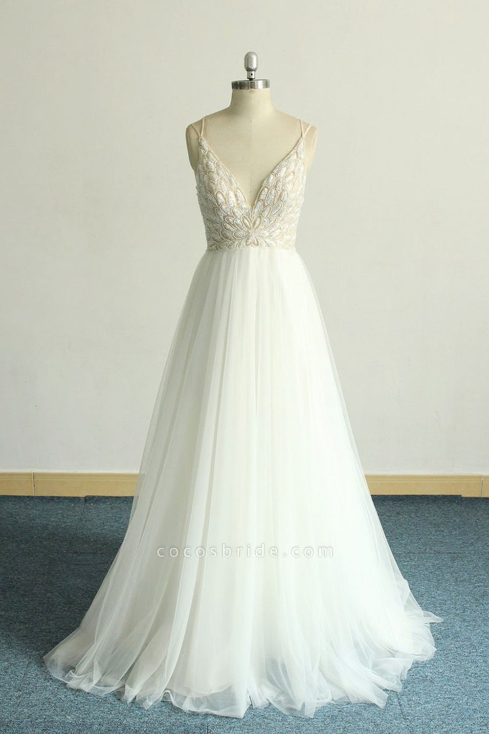 Chic Strap Spaghetti Appliques Tulle Wedding Dress