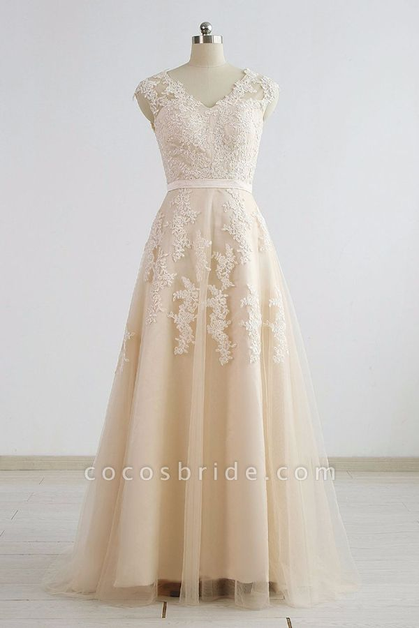 Chic V-neck Appliques A-line Tulle Wedding Dress
