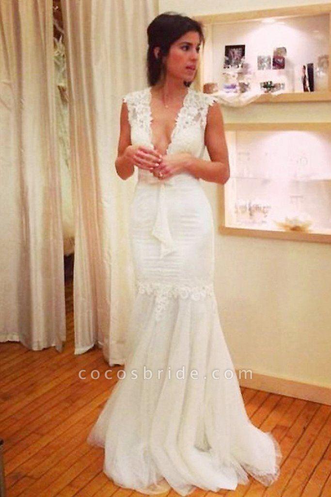 Chic Applique Tulle V-neck Sleeveless Mermaid Wedding Dress