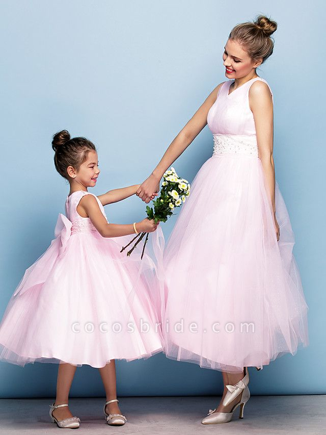 Ball Gown Tea Length Party / Holiday / Cocktail Party Flower Girl Dresses - Tulle Sleeveless V Neck With Criss Cross / Pearls / Beading / Formal Evening / Mini Me