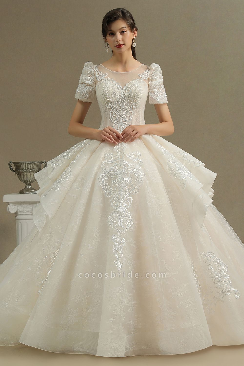 CPH222 Short Sleeve Garden Bridal Gown Sweetheart Luxury Wedding Dresses with Sweep Train