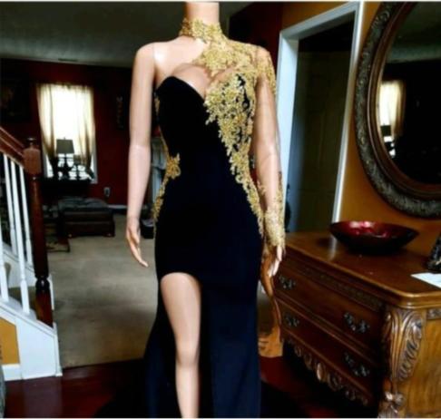 Black Mermaid Front-slit Appliqued Long Sleeve Prom Dresses_3
