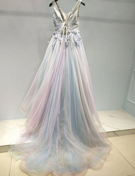 Stunning A-Line Appliques Spaghetti Straps Tulle Floor-Length Prom Dress_3
