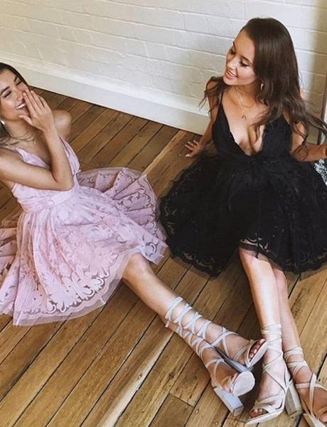 Charming Sleeveless A-Line Lace V-Neck Mini Homecoming Dress_3
