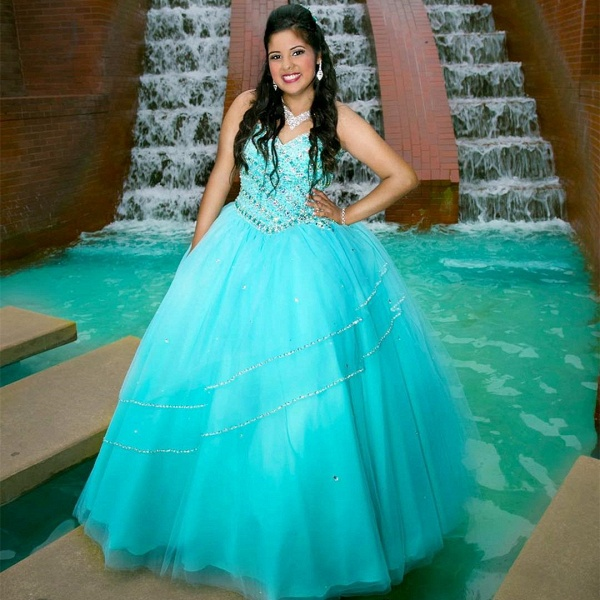 Modest V-neck Tulle Ball Gown Quinceanera Dress_1