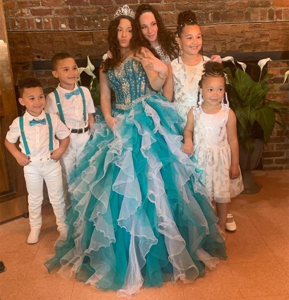 Graceful Sweetheart Organza Ball Gown Quinceanera Dress_2
