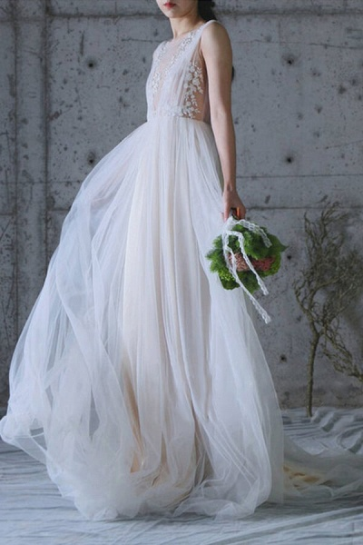 Graceful Appliques Sweep Train A-line Wedding Dress_3