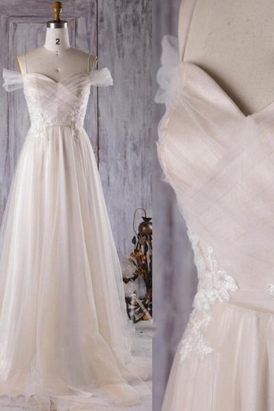 Elegant Cold-shoulder Sweep Train Wedding Dress_5
