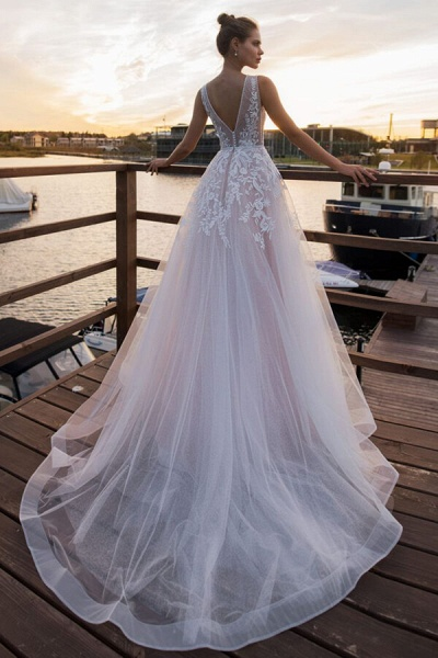 V-neck Lace Tulle Cathedral Train Wedding Dress_3