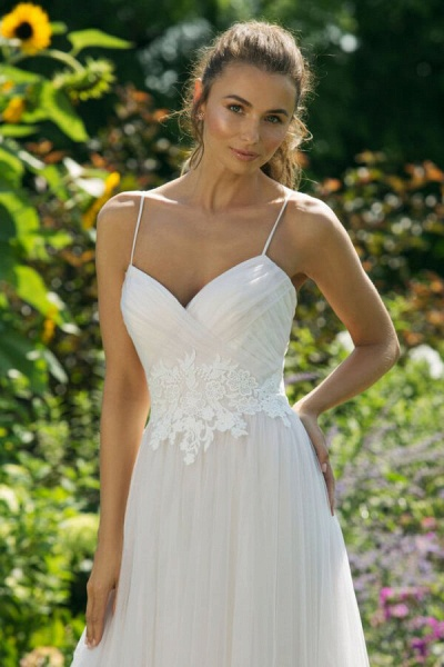 Appliques Spaghetti Strap A-line Wedding Dress_5
