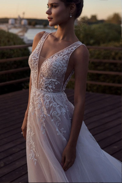 V-neck Lace Tulle Cathedral Train Wedding Dress_4