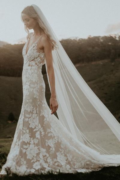 Affordable V-neck Court Train A-line Wedding Dress_3