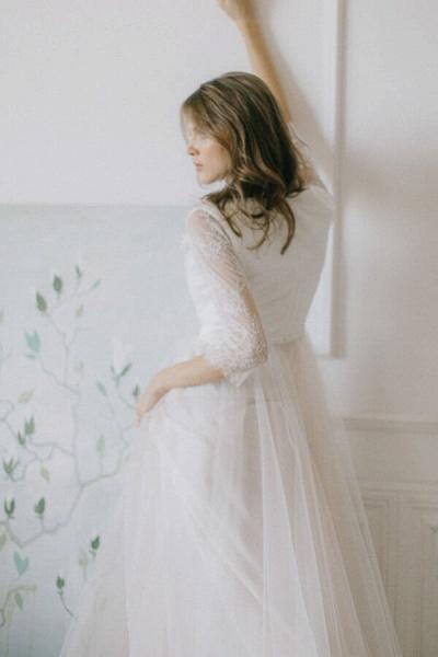 Elegant Lace Tulle A-line Sweep Train Wedding Dress_4