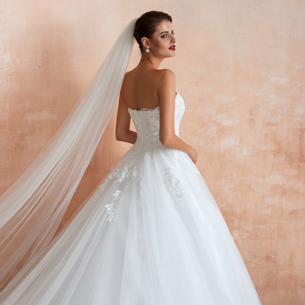 Stylish Strapless Appliques Tulle Wedding Dress_10