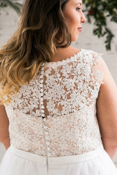 Plus Size V-neck Lace Tulle A-line Wedding Dress_9