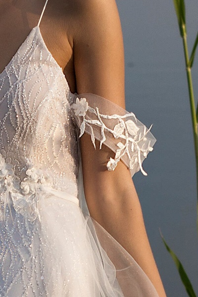 Amazing Spaghetti Strap Tulle Sheath Wedding Dress_11