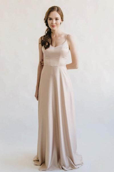 Elegant Appliques Tulle A-line Wedding Dress_8