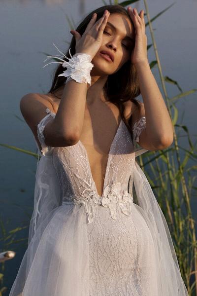 Amazing Spaghetti Strap Tulle Sheath Wedding Dress_6