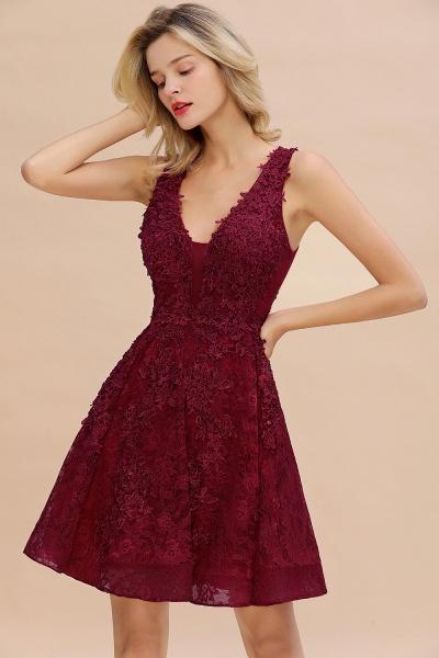Princess V-neck Knee Length Lace Appliqued Homecoming Dress_3