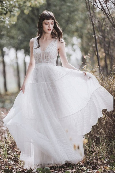 Awesome V-neck Appliques Tulle Wedding Dress_1