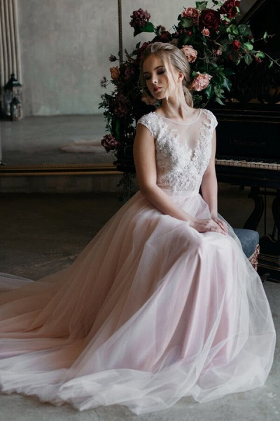 Chapel Train Appliques Tulle A-line Wedding Dress_2