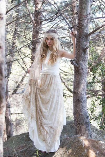 Awesome V-neck Lace Sheath Wedding Dress_2