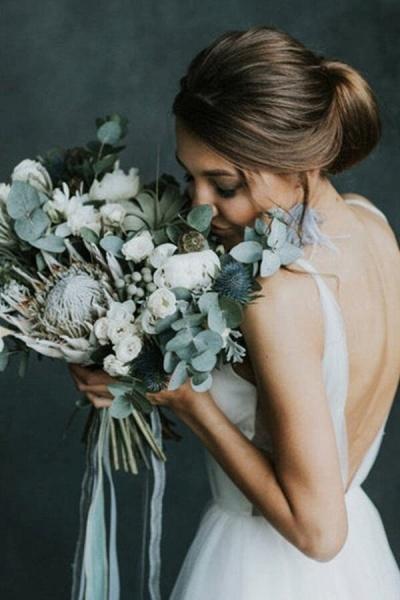 Awesome Open Back V-neck Tulle Wedding Dress_8