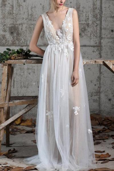 Affordable V-neck Appliques A-line Wedding Dress_5