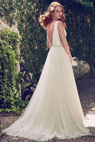 V-neck Court Train Tulle A-line Wedding Dress_3