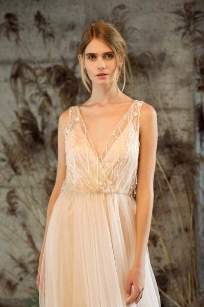 Awesome V-neck Tulle Chapel Train Wedding Dress_6