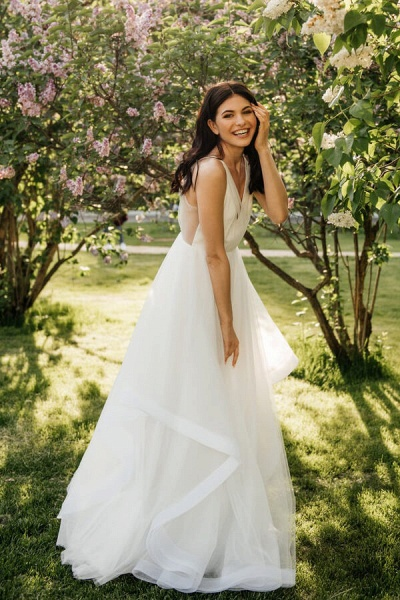 Awesome Open Back V-neck Tulle Wedding Dress_2