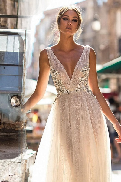 Amazing Deep V-neck Tulle A-line Wedding Dress_4