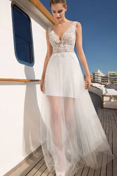 Awesome V-neck Lace Tulle Sheath Wedding Dress_1