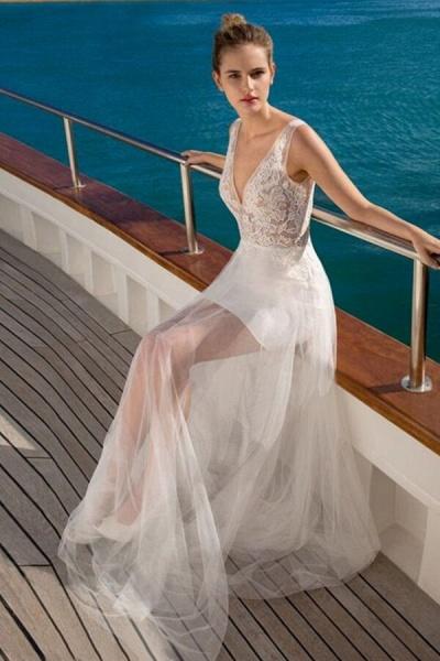 Awesome V-neck Lace Tulle Sheath Wedding Dress_4