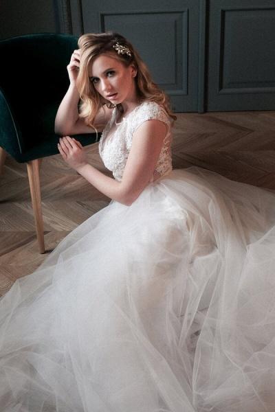 Chapel Train Appliques Tulle A-line Wedding Dress_5