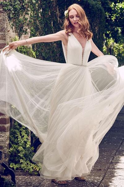 V-neck Court Train Tulle A-line Wedding Dress_4