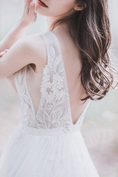 Awesome V-neck Appliques Tulle Wedding Dress_6