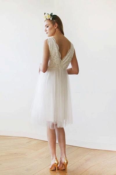 V-neck Lace Tulle Knee Length Wedding Dress_4