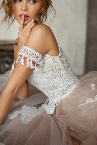 Cute Cold Shoulder A-line Tulle Wedding Dress_8