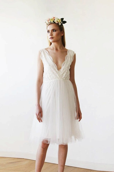 V-neck Lace Tulle Knee Length Wedding Dress_5