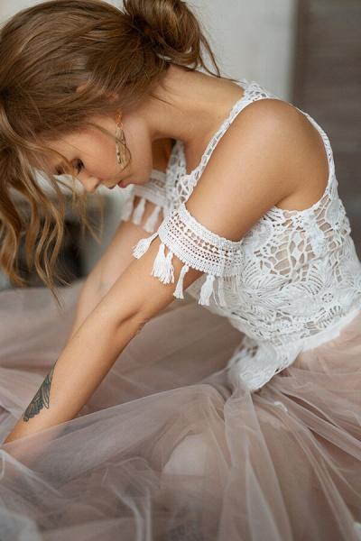 Cute Cold Shoulder A-line Tulle Wedding Dress_6