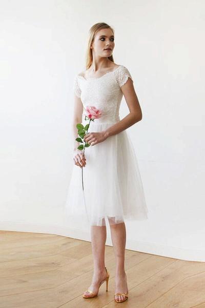 Short Sleeve Lace Tulle Knee Length Wedding Dress_4