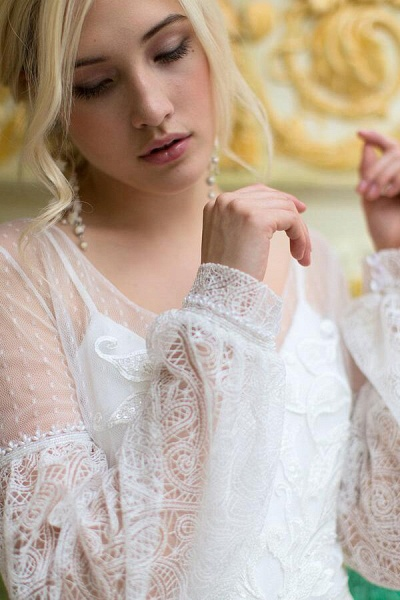 Long Sleeve V-neck Lace Tulle A-line Wedding Dress_9