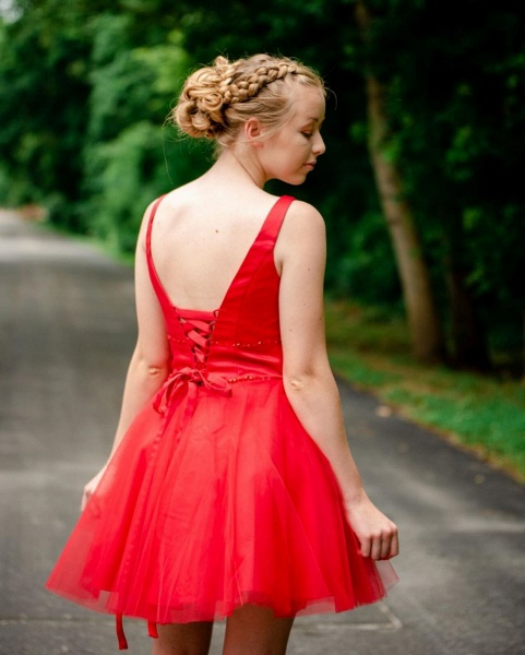 Simple V Neck Straps Red Homecoming Dress_2
