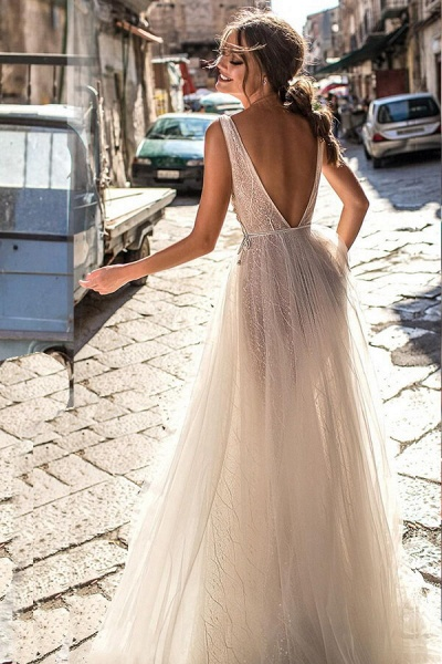 Amazing Deep V-neck Tulle A-line Wedding Dress_3